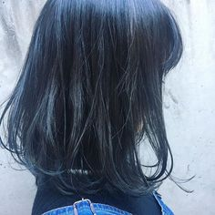 ダークブルー 黒染めまで色落としたいけどカラーを楽しみたい❤️ って方はブルーで深い色を色を入れることをオススメしてます 太陽光に当たるといい感じ #天神#今泉#美容室#美容師#アシスタント#ダークブルー#アッシュ#ブルーアッシュ#ヘア#アレンジ#ヘアアレンジ#前髪#カット#メイク#写真#カラー#カラーモデル#ブルー#hair#arrange#hairarrange#make#photo#fashion#hairstyle