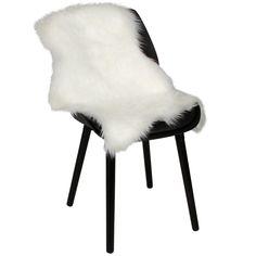 Imiteret lammeskind til stol   #nordiskindretning #nordiskdesign #nordisk #skind #indretning #interiør #interiørdesign #interiørbutikkendk #rustikkemøbler #boligindretning  #lammeskind Design