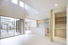 「縁側テラス」の家吹抜LDKとウッドデッキが描く、特別な開放感。/注文住宅