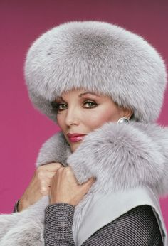 Remembering Nolan Miller: The Best of Dynasty Through the Years -- The Cut. Clothes from Dynasty. Joan Collins wore my dream wardrobe! Dame Joan Collins, Jackie Collins, V Drama, Alexis Carrington, Der Denver Clan, Fur Accessories, Movie Characters, Fictional Characters, Fabulous Furs