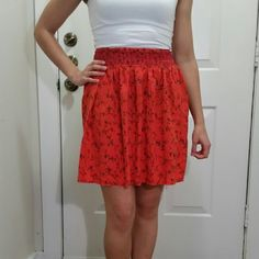 ♤☆HP☆♡ Orange fit and flare skirt Orange skirt with elastic waist and vine pattern. Super comfy! Can be worn high on the waist (pics) or lower on the hips with ease. Made of rayon. Light and swingy! Host pick July 17, Weekend Wardrobe Party ♡♡♡☆☆☆ Old Navy Skirts