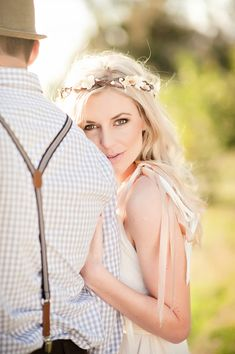 photo { over the shoulder, lighting } & outfit { flower headband } ♥ ♥I love this picture! Question is can ya make me look that good!? Sweet picture