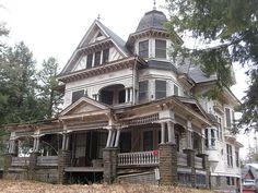 Abandoned mansion in Upstate New York. 75 Depot Street, Fleischmanns, NY (Catskills)