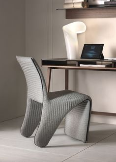 Freeline chair by Pacini & Cappellini with metal structure covered in leather, eco-leather or fabric (removable).