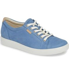 If you want travel walking shoes that are comfortable AND stylish, this roundup of the best travel shoes is for you! Flats, sandals and sneakers for women included. Women's Fashion Dresses, Fashion Shoes, Fashion Edgy, Travel Shoes, Travel Clothing, Clearance Shoes, Womens Fashion For Work, Walking Shoes, Casual Shoes