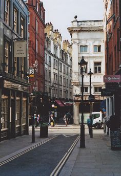 The winding backroads and alleyways of Covent Garden, just a few steps away from Maggie Semple HQ