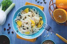 L'insalata di finocchi e arance è un contorno leggero e rinfrescante, facile da preparare, a base di frutta e verdura invernale. Salad Recipes, Vegan Recipes, Fancy Recipes, Edible Flowers, Antipasto, Mashed Potatoes, Clean Eating, Chicken, Meat