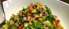 Τι πιο δροσερό και ελαφρύ για το μεσημεριανό σας γεύμα απο μια σαλάτα με μαυρομάτικα φασόλια! Δοκιμάστε τη και κάντε τις δικές σας παραλαγές βάζοντας προσθέτοντας οτι θέλετε στη συνταγή για περισσότερη γεύση. Salad Bar, Greek Recipes, Dessert Recipes, Desserts, Potato Salad, Salads, Food Porn, Food And Drink, Appetizers