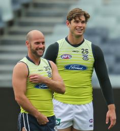 Tom Hawkins Photos - Paul Chapman and Tom Hawkins of the Cats laugh during a Geelong Cats AFL training session at Simonds Stadium on September 2013 in Geelong, Australia. Sports Mix, Rugby Men, Athletic Men, Attractive Men, Sport Wear, Cute Guys, Pretty Boys, Athlete, How To Look Better