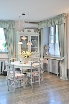Learn more about shabby chic bedroom Shabby Chic Kitchen, Shabby Chic Homes, Shabby Chic Decor, Interior Design Living Room, Living Room Decor, Interior Decorating, Trendy Bedroom, Home Fashion, Cozy House