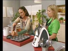 ▶ Volcán de Chocolate - Recetas de Thermomix España - YouTube Chocolate Thermomix, Thermomix Desserts, Dessert Recipes, Cooking Videos, Churros, Macarons, Sweet Recipes, Food To Make, Cake Decorating