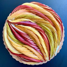 Pastry Artist Bakes More 'Pie Art' With New Intricate And Artistic Design - Torten rezepte Pastel Art, Food Design, Design Art, Just Desserts, Dessert Recipes, Pie Dessert, Pies Art, Pear Tart, Plated Desserts