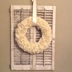 Felt wreath. Sooo easy!