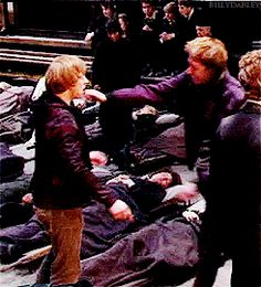 saddest part, because George leaves Fred's dead body to go and hug his younger brother. he leaves he's other half to make sure his brother is okay :'(. Baby Breaking Out All Over Body Harry Potter Cast, Harry Potter Love, Harry Potter Universal, Harry Potter Characters, Harry Potter World, Harry Potter Memes, Hogwarts, Familia Weasley, Oliver Phelps