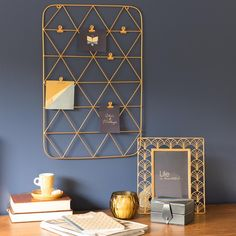 Fotopinnwand aus Metall goldfarben 36 x 53 cm PORTO