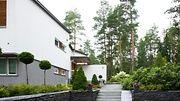 Suomen kauneimman pihan omistava Maria Itkonen uskoo pihansa luonnollisuuden purreen äänestäjiin.