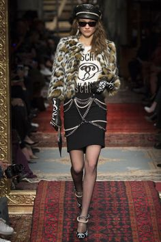 Moschino Fall 2016 Ready-to-Wear Collection Photos - Vogue