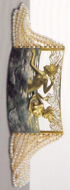 An Art Nouveau gold, enamel and pearl 'Two Naiads' choker, by René Lalique Bijoux Art Nouveau, Art Nouveau Jewelry, Jewelry Art, Vintage Jewelry, Fine Jewelry, Jewelry Design, Antique Jewellery, Jewellery Box, Gold Jewelry