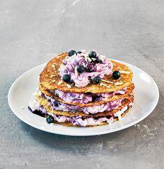 Letut ja valkosuklaa-mustikkarahkatäyte | K-ruoka Sweet Desserts, No Bake Desserts, Delicious Desserts, Yummy Food, Paleo Recipes Easy, Healthy Eating Recipes, Sweet Recipes, Meatless Recipes, Healthy Foods