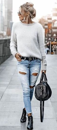#fall # outfits Damen grauer Pullover mit U-Boot-Ausschnitt und Jeans in Distressed-Blau #pulloveroutfit