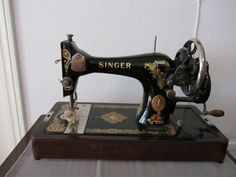 Old hand sewing machine ~ as mine!