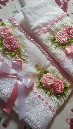 New embroidery stitches satin silk ribbon Ideas Towel Embroidery, Embroidery Flowers Pattern, Embroidery Monogram, Hand Embroidery Stitches, Silk Ribbon Embroidery, Embroidery Hoop Art, Embroidery Designs, Ribbon Art, Diy Ribbon