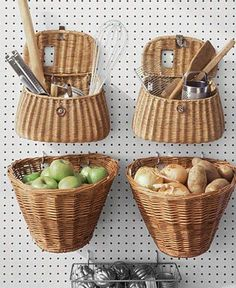 Great DIY Kitchen Organization Ideas Hanging Baskets - 19 Great DIY Kitchen Organization Ideas potatoes and onions together?Hanging Baskets - 19 Great DIY Kitchen Organization Ideas potatoes and onions together? Diy Kitchen Storage, Kitchen Pantry, Diy Storage, Kitchen Organization, Organization Hacks, Kitchen Decor, Storage Ideas, Kitchen Baskets, Extra Storage