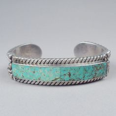 Turquoise Jewelry Facts and Beliefs Bracelets Fins, Silver Bracelets, Silver Jewelry, Vintage Jewelry, Silver Earrings, Diamond Bracelets, Vintage Turquoise Jewelry, Style Boho, Look Boho