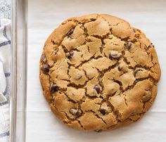 Giant cookie with Thermomix. Discover the giant Cookie recipe, simple and easy to prepare at home using your Thermomix. Giant Cookie Recipes, Chip Cookie Recipe, Best Cookie Recipes, Giant Cookies, Cookies Soft, Yummy Cookies, Butter Chocolate Chip Cookies, Peanut Butter Cookies, Chocolate Peanut Butter