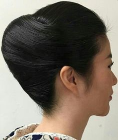 Roll Hairstyle, Hair Updo, Hairdos, Updos, Rolled Hair, French Twist Updo, Twisted Updo, Beehive, Geisha