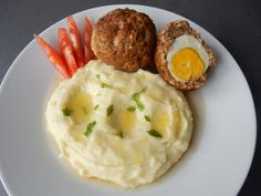 Mashed Potatoes, Food And Drink, Eggs, Breakfast, Ethnic Recipes, Whipped Potatoes, Morning Coffee, Smash Potatoes, Egg
