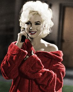 ❤Marilyn Monroe ~❥~❤ Red dressing gown....
