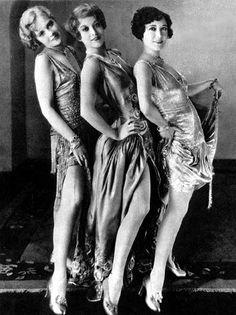 """Anita Page, Joan Crawford, y Dorothy Sebastian en foto y cartel promocional de """"Our Dancing Daughters"""" (1928)"""