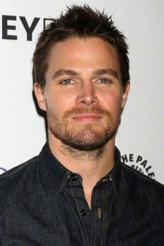 Arrow Tv Series, Stephen Amell Arrow, Oliver And Felicity, The Flash, Beautiful Men, Movie Tv, Handsome, Actors, Guys