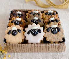 Cute Desserts, Sweets Recipes, Gingerbread Cookies, Macarons, Waffles, Food And Drink, Candy, Snacks, Baking
