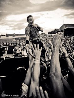 Bruce Springsteen gets in touch with his fans.