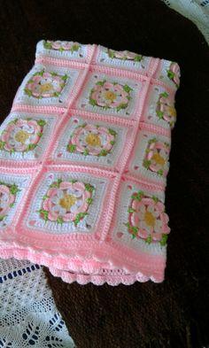 Baby Afghan Crochet Patterns, Baby Girl Crochet Blanket, Crochet Quilt, Granny Square Crochet Pattern, Crochet Flower Patterns, Crochet Squares, Crochet Motif, Easy Crochet, Crochet Flowers