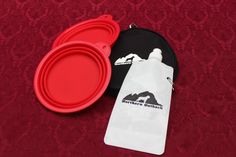Northern Outback SuperSized Travel Pet Bowl Carrier Kit has TWO 5 CUP Silicone bowls, a BONUS 2 CUP Water Bottle and TWO Carabiner Clips! Excellent for all sizes of Dogs or Pets or hey, if you are a Camper or Hiker, this is for you! Liu Jo, Chihuahuas, Dachshunds, Pet Travel, Pet Bowls, Your Pet, Camper, Water Bottle, Kit