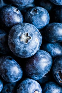 Closeup of fresh picked blueberries in macro - Closeup of fresh picked… Art inspiration Closeup of f Macro Photography Tips, Fruit Photography, Close Up Photography, Still Life Photography, Vegetables Photography, Reference Photos For Artists, Art Reference, Photo Fruit, Fruit Painting