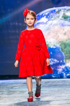 Vestito, ballerine e cerchietto rosso