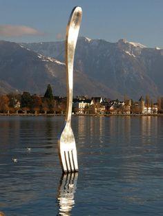 Oldenburg and Bruggen giant fork  even over denken dat we goed moeten zijn met de natuur dat we nog steeds kunnen eten uit de zee