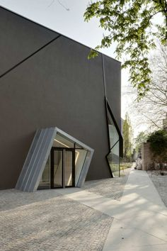 Felix Nussbaum Museum / Daniel Libeskind