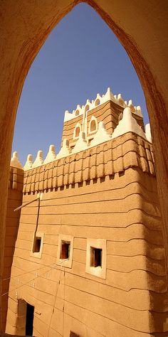 Najran's most outstanding monument, Najran Fort, has all the signature characteristics of the Asir region: mud-brick fortications, fairy-tale turrets, crenellations with whitewash flourishes and small windows suggesting more than they reveal. Through . Amazing places around the world!