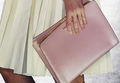 I love the color of the Document Clutch which makes it more stylish to carry your ipad or laptop.