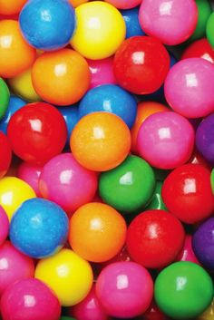 Gumball machines are great fun! As long as they're filled with gumballs, that is. So if you've found your gumball bank to be a little lacking in the amusement d Candy Recipes, Gourmet Recipes, Frozen Yoghurt, Yogurt, Cupcakes, Chewing Gum, Candy Shop, Happy Colors, Gumball