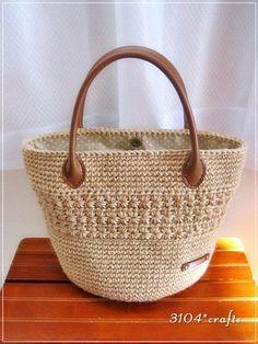 103 The Best of Trend Crochet Bag Models Here - Page 31 of 103 - DiyForYou Crochet Tote, Crochet Handbags, Crochet Purses, Crochet Crafts, Crochet Pattern, Drops Paris, Crochet Shoulder Bags, Jute Bags, Knitted Bags