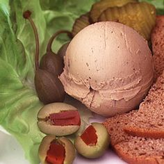 Cream cheese is the secret ingredient in this recipeit smooths out the pate beautifully. Pate Recipes, Liver Recipes, Cooking Recipes, Cooking Ideas, Chicken Liver Pate, Chicken Livers, Foie Gras, Charcuterie, Appetizers For Party