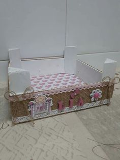 Diy And Crafts, Arts And Crafts, Chocolate Favors, Fruit Box, How To Make Box, Pet Beds, Ideas Para, New Baby Products, Toddler Bed