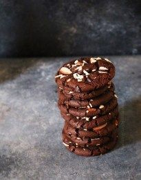 Its raining cookies here :) Nothing better than a Rich Chocolate Cookie with the goodness of chocolate in each bite right? I have a weakness for chocolate cookies and don't judge me when I s… Eggless Chocolate Cookies, Eggless Cookie Recipes, Eggless Desserts, Eggless Baking, Chocolate Biscuits, Almond Cookies, Almond Recipes, Melted Chocolate, Chocolate Chips