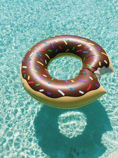 Sélection de la semaine, #WTF, #Cosplay, #Geek, #FunFacts, #Design, #Photographie, #Vrac - Gadget – La bouée donut d'Homer Simpson